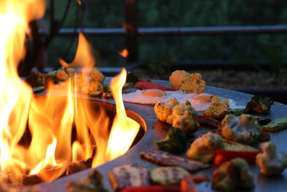 grillades au feu de bois plancha à bois brasero grill