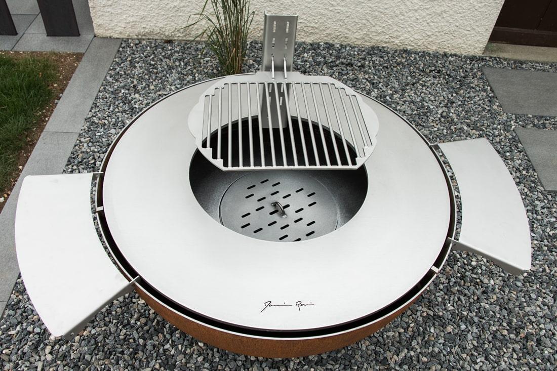 couvplancha à bois-met-inox-damienrais-accessoires-foyer exterieur-brasero-barbecue- acier-inox-grillade-cheminee jardin-