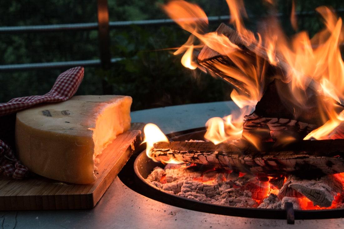 raclette au feu de bois-origin-plancha-plancha à bois-met-inox-damienrais-foyer exterieur-brasero-barbecue- acier-inox-grillade-cheminee jardin-de